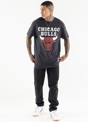 Mitchell & Ness Chicago Bulls Vintage Back To Back Tee