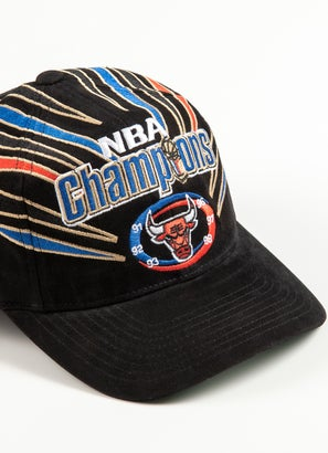 Mitchell & Ness NBA Chicago Bulls 98 NBA Champs Deadstock Cap
