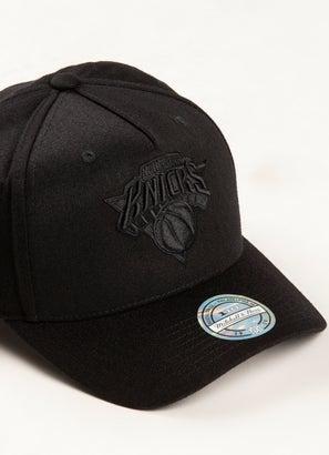 Mitchell & Ness NBA New York Knicks All Black Logo 110 Snapback Cap